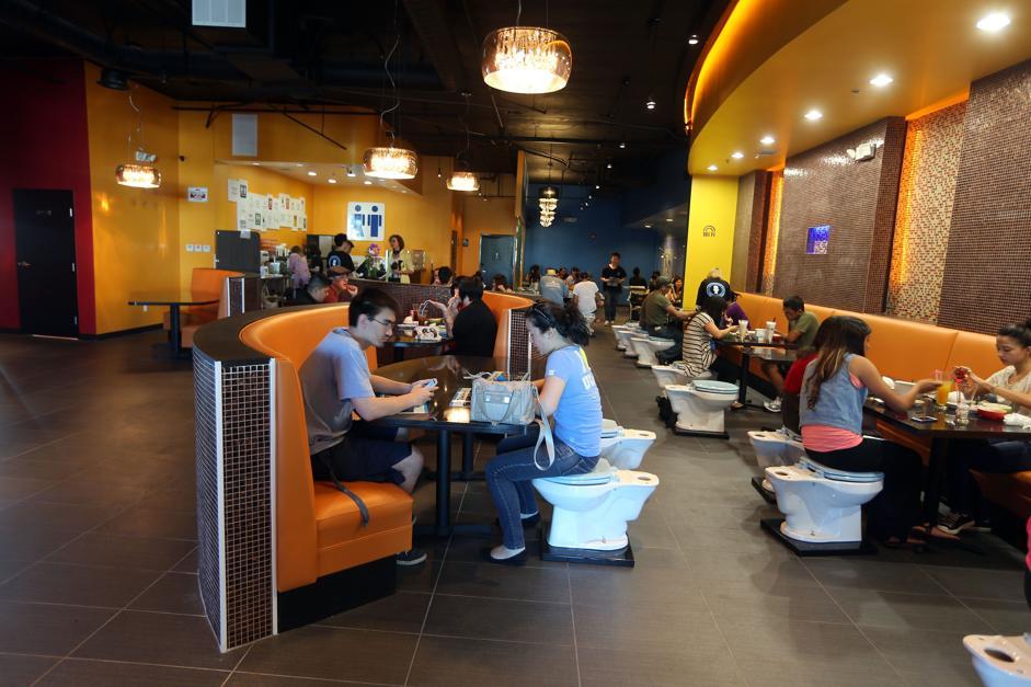 The Magic Restroom Café (California, USA)