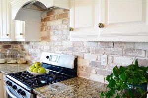 17 Low Cost DIY Kitchen Backsplashes That Look High End