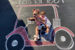 22 Cutest Photos To Make With Chalk And Your Kids